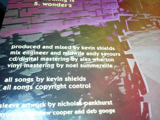 去年的《MBV》共有两次mastering,黑胶版从录音、混音到母带后期都坚持模拟类比操作,业界罕见