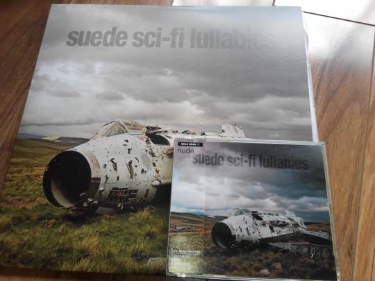 同张专辑,CD版和黑胶版凑到一起,除了感喟黑胶之大,更多的是哀叹CD之小。