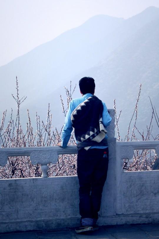 2013年4月21日,周耀辉在慕田峪长城的背影
