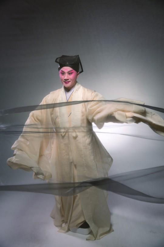 张军在新编昆曲《春江花乐夜》的造型照