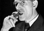 """""""梅毒在遗传上产生白痴、疯狂和残疾,但据说也能剌激天才。""""方鸿渐演讲的趣闻在托马斯·曼的笔下成了寓言和忏悔。"""