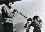 Evan Parker用他50多年的演奏经验告诉世人:限制你的不是乐器,而是你的想象力。